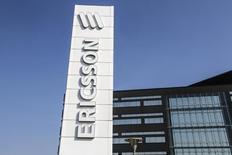 Ericsson a publié un bénéfice d'exploitation trimestriel en deçà du consensus et déclaré que le développement rapide de réseaux 4G en Chine devrait se poursuivre mais qu'en revanche, le marché resterait poussif en Amérique du Nord à court terme. Le bénéfice ressort à 2,1 milliards de couronnes (225 millions d'euros) au premier trimestre contre 2,6 milliards un an auparavant et un consensus Reuters le donnant à 3,3 milliards. /Photo d'archives/REUTERS/Stig-Ake Jonsson/TT News Agency