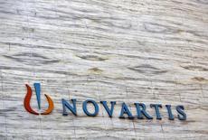 Novartis a fait état d'un chiffre d'affaires en baisse au premier trimestre et a prévenu que la vigueur du dollar pourrait avoir un impact négatif plus important que prévu sur ses résultats pour l'ensemble de l'exercice. /Phot od'archives/REUTERS/Vivek Prakash