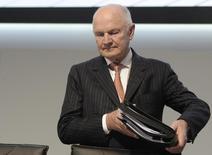 Ferdinand Piëch (photo), le président du conseil de surveillance de Volkswagen, a demandé en début de semaine au président du directoire de Porsche, Mathias Müller, de se préparer à prendre la direction de VW, rapporte le site internet du Spiegel. /Photo d'archives/REUTERS/Fabian Bimmer