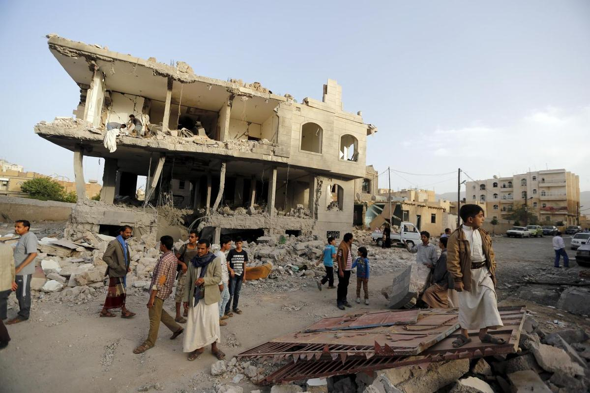 Saudis pound arms depots in Yemen as bread, medicine run short