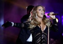 Singer Mariah Carey performs during the World Music Awards before receiving the Pop Icon Award in Monte Carlo May 27, 2014.  REUTERS/Eric Gaillard