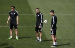Bale, Benzema e Cristiano Ronaldo em treino do Real Madrid. 13/04/2015 REUTERS/Susana Vera