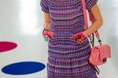 Modelo desfila coleção cruzeiro da Chanel em Seul. 4/5/2015.  REUTERS/Thomas Peter
