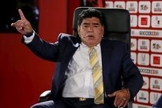 Ex-jogador argentino Diego Maradona fala durante fórum sobre futebol na Ásia, realizado no Mar Morto. 04/05/2015 REUTERS/Muhammad Hamed