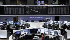 Les principales Bourses de la zone euro ont fini en net repli mardi, plombées par le regain d'incertitudes entourant le dossier grec ainsi que par le déficit commercial américain ressorti en mars à son plus haut niveau depuis près de six ans et demi. /Photo prise le 5 mai 2015/REUTERS/Remote/Staff