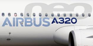 Airbus Group est l'une des valeurs à suivre mercredi à la Bourse de Paris. La compagnie colombienne Avianca a confirmé mardi une commande de 100 appareils de la famille A320neo.  /Photo d'archives/REUTERS/Régis Duvignau