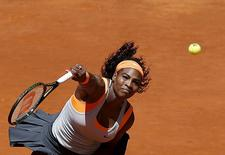 Serena Williams of the U.S. serves the ball to Carla Suarez Navarro of Spain during their match at the Madrid Open tennis tournament in Madrid, Spain, May 7, 2015. REUTERS/Andrea Comas