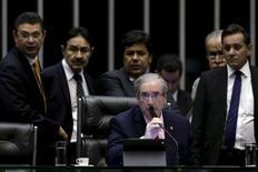 Presidente da Câmara dos Deputados, Eduardo Cunha (ao centro) durante sessão no plenário da Casa, em Brasília. 05/05/2015 REUTERS/Ueslei Marcelino
