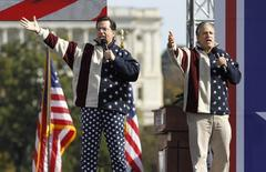 Comedians Jon Stewart (R) and Stephen Colbert sing during the Rally to Restore Sanity and/or Fear on the Washington Mall, October 30, 2010.  REUTERS/Jason Reed