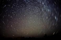 Meteors (bottom) streak past stars in the night sky in this long exposure photo taken near Amman November 18, 2009.   REUTERS/Ali Jarekji   (JORDAN ENVIRONMENT IMAGES OF THE DAY) - RTXQV75