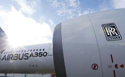 Rolls-Royce, deuxième motoriste de l'aéronautique mondiale, a dit vendredi que les effets de change risquaient d'affecter son chiffre d'affaires cette année mais peut-être pas son bénéfice pour lequel il ne modifie pas sa prévision. /Photo prise le 4 décembre 2014/REUTERS/Régis Duvignau