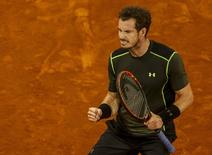 Britain's Andy Murray celebrates winning a point against Canada's Milos Raonic during their quarterfinal match at the Madrid Open tennis tournament in Madrid, Spain, May 8, 2015. REUTERS/Sergio Perez