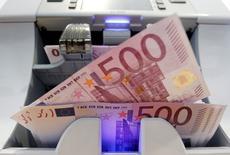 La Banque de France prévoit, en première estimation, que la croissance de l'économie française devrait atteindre 0,3% au deuxième trimestre. /Photo d'archives/REUTERS/Pascal Lauener