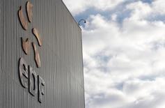 EDF est l'une des valeurs à suivre à la Bourse de Paris après son annonce d'un chiffre d'affaires en hausse de 7,8% au titre du premier trimestre 2015, porté notamment par sa production nucléaire et un effet de change favorable. Le groupe a par ailleurs confirmé ses objectifs annuels. /Photo d'archives/REUTERS/Vincent Kessler