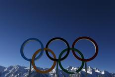 """File photo of the Olympic rings are seen during a training session for the 2014 Sochi Winter Olympic Games at the """"Laura"""" cross-country and biathlon centre in Rosa Khutor February 3, 2014. REUTERS/Stefan Wermuth"""