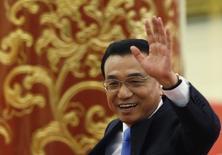 El primer ministro de China, Li Keqiang, en Pekín, 15 de marzo de 2015. El primer ministro de China, Li Keqiang, ordenó a funcionarios públicos que implementen las políticas del gobierno central de manera más efectiva para apuntalar el crecimiento económico, pese a que destacó señales de mejora en algunas áreas. REUTERS/Kim Kyung-Hoon