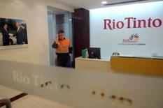 Le géant minier Rio Tinto prévoit de vendre certains de ses actifs dans l'aluminium dans le cadre d'une transaction pouvant représenter potentiellement un milliard de dollars (873 millions d'euros), rapporte le Financial Times. /Photo d'archives/REUTERS