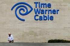 Altice reste intéressé par un rachat de Time Warner Cable et l'acquisition annoncée de Suddenlink ne change pas sa position, selon une source proche du dossier. Altice a annoncé mercredi matin son entrée sur le marché du câble aux Etats-Unis avec le rachat de Suddenlink Communications dans le cadre d'une opération valorisant ce dernier à 9,1 milliards de dollars (8,22 milliards d'euros). /Photo d'archives/REUTERS/Mike Blake
