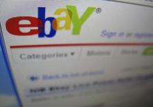 Una fotografía de una pantalla de computador que muestra el sitio de compras online eBay, en Encinitas, California, 22 de abril de 2009. Los bancos deberían proporcionar a partir de agosto a sus clientes la opción de crear contraseñas para hacer compras online de manera más segura, dijeron el jueves reguladores de la Unión Europea. REUTERS/Mike Blake