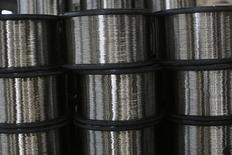 Unos cables de acero inoxidable enrollados en la acería TIM en Huamantla, México, oct 11 2013. La economía de México se expandió un 0.4 por ciento en el primer trimestre, su menor tasa en poco más de un año, lo que podría llevar al Gobierno a bajar sus pronósticos para todo 2015. REUTERS/Tomas Bravo