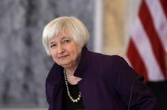 La présidente de la Réserve fédérale américaine, Janet Yellen, a déclaré vendredi s'attendre à ce que la banque centrale relève ses taux d'intérêt cette année, l'économie s'acheminant vers un rebond après un accès de faiblesse au premier trimestre. /Photo prise le 19 mai 2015/REUTERS/Carlos Barria