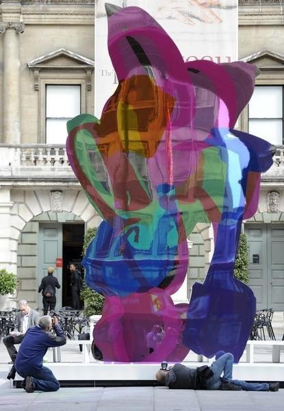 Koons sculpture raises 12 million euros at Cannes AIDS auction