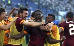 Mapou Yanga-Mbiwa comemora gol contra a Lazio  25/5/2015  REUTERS/Alessandro Bianchi