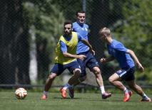 Dnipro's Bruno Gama (L), Artem Fedetskiy (C) and Valeriy Fedorchuk take part in a training session at the team's training camp in Dnipropetrovsk, Ukraine, May 22, 2015. REUTERS/Valentyn Ogirenko