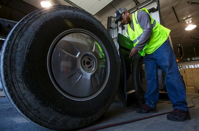 Truckers' secret to fuel efficiency: take it easy - Reuters