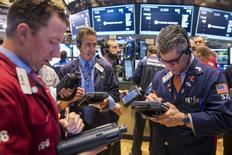 La Bourse de New York perd du terrain mardi en ouverture après un long week-end de trois jours. Le Dow Jones perd 0,53% à 18.134,49 points dans les premiers échanges. Le Standard & Poor's 500 recule de 0,43% et le Nasdaq cède 0,34%. /Photo prise le 21 mai 2015/REUTERS/Lucas Jackson