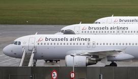 Самолеты Brussels Airlines в аэропорту Брюсселя 19 ноября 2013 года. Воздушное пространство Бельгии закрыто в среду из-за технических проблем у бельгийской диспетчерской службы, сообщила Европейская организация по безопасности воздушной навигации (Eurocontrol). REUTERS/Francois Lenoir