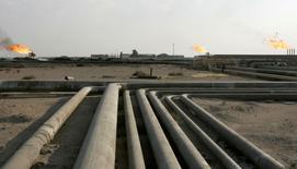 Le boom pétrolier de l'Amérique du Nord n'est pas remis en cause par la chute du prix du baril, constate l'Opep dans son rapport le plus détaillé depuis le début de l'année, qui laisse entendre que la situation actuelle de surproduction pourrait persister pendant deux ans. /Photo d'archives/REUTERS/Mohammed Ameen