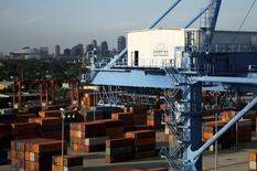 Containers en el puerto de Nueva Orleans, junto al río Misisipi, Louisiana, 23 de junio de 2010.  REUTERS/Sean Gardner