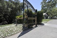 A bronze statue stands next to a gate in Michael Jackson's Neverland Ranch in Los Olivos, California July 3, 2009.   REUTERS/Phil Klein