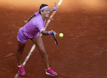Victoria Azarenka of Belarus plays a shot to Serena Williams of the U.S. during their women's singles match at the French Open tennis tournament at the Roland Garros stadium in Paris, France, May 30, 2015.         REUTERS/Pascal Rossignol