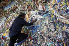 Haydar Ozay puts finishing touches on his artwork in Istanbul, Turkey, May 25, 2015. REUTERS/Murad Sezer