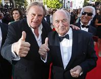 """Actor Gerard Depardieu (L) and FIFA President Sepp Blatter pose on the red carpet for the screening of the film """"United Passions"""" at the 67th Cannes Film Festival in Cannes May 18, 2014. REUTERS/Yves Herman"""