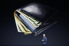 CEO da Apple, Tim Cook, fala sobre Apple Pay durante evento da companhia na Califórnia. 09/09/2014 REUTERS/Stephen Lam