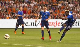 Gyasi Bardes of the U.S. (R) fails to score as his team mates Aron Johannsson (C) and Michael Bradley look on during their friendly soccer match against the Netherlands at the Amsterdam Arena in Amsterdam, the Netherlands June 5, 2015. REUTERS/Michael Kooren