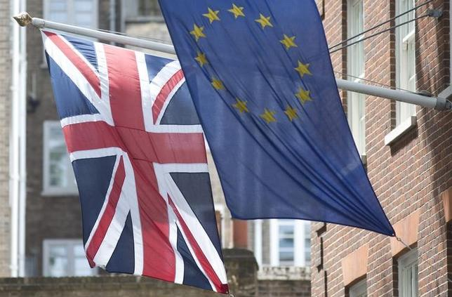 The Union Flag flies next to the European Flag outside the European Commission building in central London May 25, 2014. British Prime Minister David Cameron's Conservative party dropped its hostile tone towards the Eurosceptic UKIP party on Saturday after it lost over 200 seats in local elections and a survey suggested it would lose a national vote next year.    REUTERS/Neil Hall (BRITAIN - Tags: POLITICS ELECTIONS)