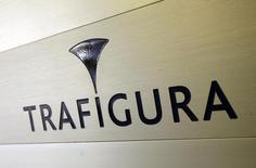 Логотип Trafigura на входе в офис компании в Женеве. 11 марта 2012 года. Швейцарский сырьевой трейдер Trafigura получил рекордную чистую прибыль в первом полугодии благодаря быстрому росту дохода от продажи нефти и металлов. REUTERS/Denis Balibouse