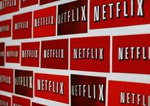 Netflix, créé en 2007, affiche désormais une capitalisation boursière de plus de 41,5 milliards de dollars, désormais supérieure à celle de Yahoo (39,5 milliards). /Photo prise le 14 octobre 2014/REUTERS/Mike Blake