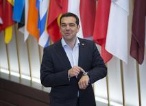 Премьер-министр Греции Алексис Ципрас покидает штаб-квартиру Европейского совета в Брюсселе 11 июня 2015 года. Премьер-министр Греции Алексис Ципрас провел очередной раунд переговоров с лидерами Германии и Франции и решил более активно вести переговоры с кредиторами Афин в преддверии платежа МВФ в конце месяца. REUTERS/Yves Herman
