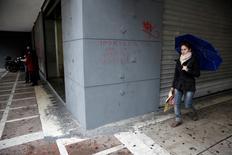 Le chômage a de nouveau augmenté en Grèce au premier trimestre, touchant 26,6% de la population active contre 26,1% sur les trois derniers mois de l'an dernier. Le taux de chômage grec a culminé à 27,8% au premier trimestre 2014.   /Photo d'archives/REUTERS/Yorgos Karahalis