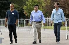 Rupert Murdoch, CEO of News Corp. and 21st Century Fox, arrives with sons Lachlan (L) and James (R) for the first session of annual Allen and Co. conference at the Sun Valley, Idaho Resort July 10, 2013.  REUTERS/Rick Wilking