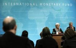 La directrice générale du FMI, Christine Lagarde. Le conseil d'administration du Fonds monétaire international (FMI) a décidé vendredi de repousser de trois mois sa décision sur l'augmentation des droits de vote des pays émergents, une réforme qui se heurte à de fortes réticences américaines. /Photo d'archives/REUTERS/Gary Cameron