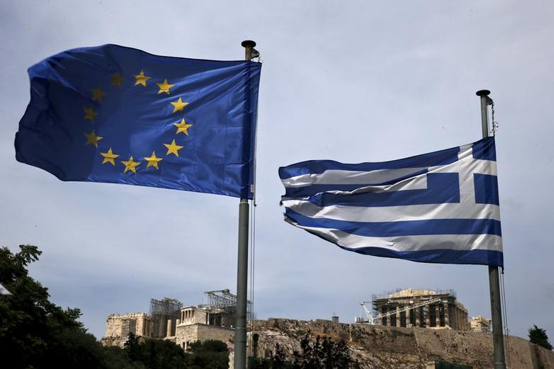 A European Union flag (L) and a Greek national flag flutter as the ancient Parthenon temple is seen in the background in Athens June 1, 2015. Greece and its European creditors agreed on the need to reach a cash-for-reforms deal quickly as Athens missed a self-imposed Sunday deadline for reaching an agreement to unlock aid, sources close to the talks said. REUTERS/Alkis Konstantinidis