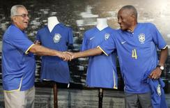 Legendary 1958 World Cup Brazilian soccer players Zito (L) and Djalma dos Santos display the new Brazilian national soccer team jersey as they shake hands in Rio de Janeiro January 21, 2008. REUTERS/Sergio Moraes
