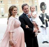 Princesa Madeleine e o marido, Christopher O'Neil, com a filha Leonore, em foto de arquivo. 16/06/2015 REUTERS/Fredrik Sandberg/Agência de Notícias TT