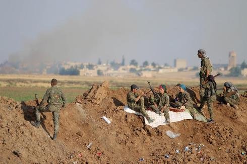 Syrian Kurds take positions outside Islamic State stronghold: Reuters witness